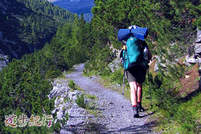 快適に背負えるザック選びが、旅の楽しみを左右する