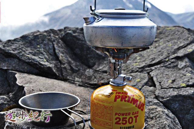 バックパッキングやキャンプ時の調理器具は、軽量コンパクトが必須条件