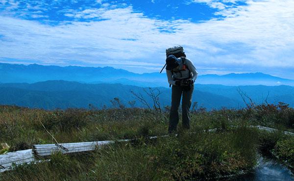 ハイキングでは、誰でもバテる。大事に至らないように早めの休息とエネルギー補給が鉄則!