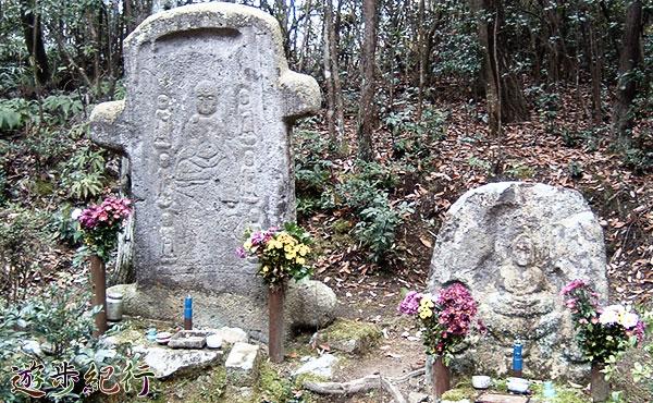 これは犯罪か?善意か?兵庫県加西市に金色に着色された石仏が出現