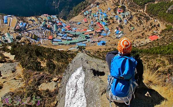 エベレストベースキャンプを見下ろす