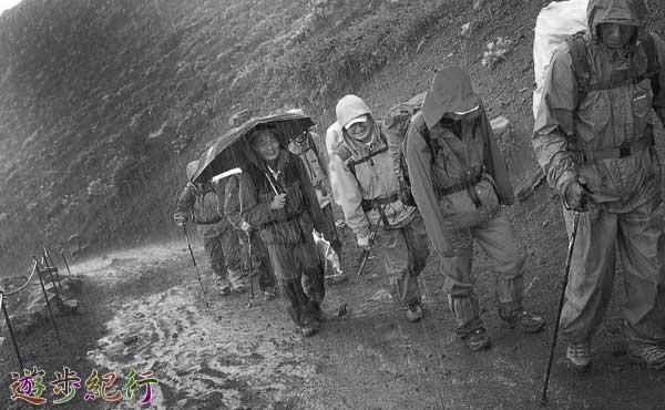 雨のハイキング2