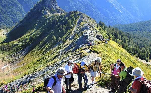 グループハイキング