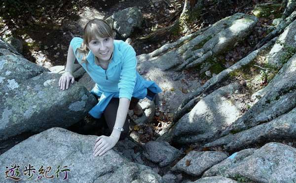 岩場を登る