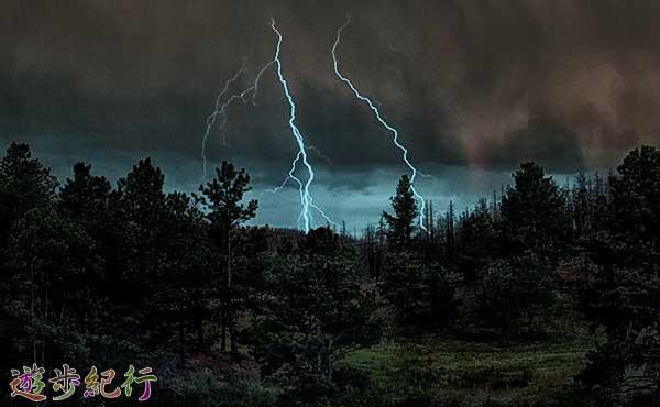 夏山の恐怖!雷から身を守る方法