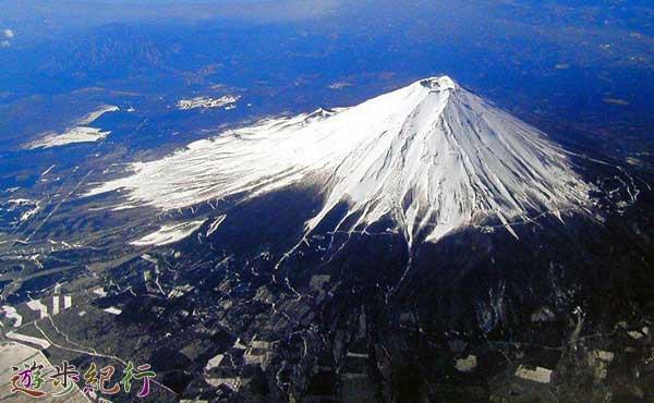どうする富士山?環境保全か、観光収入か。存在価値を売る難しさの中で