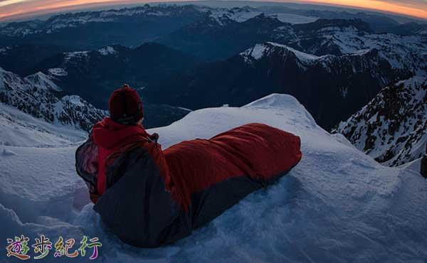 キャンプ登山の疲れを癒やすシュラフの選び方